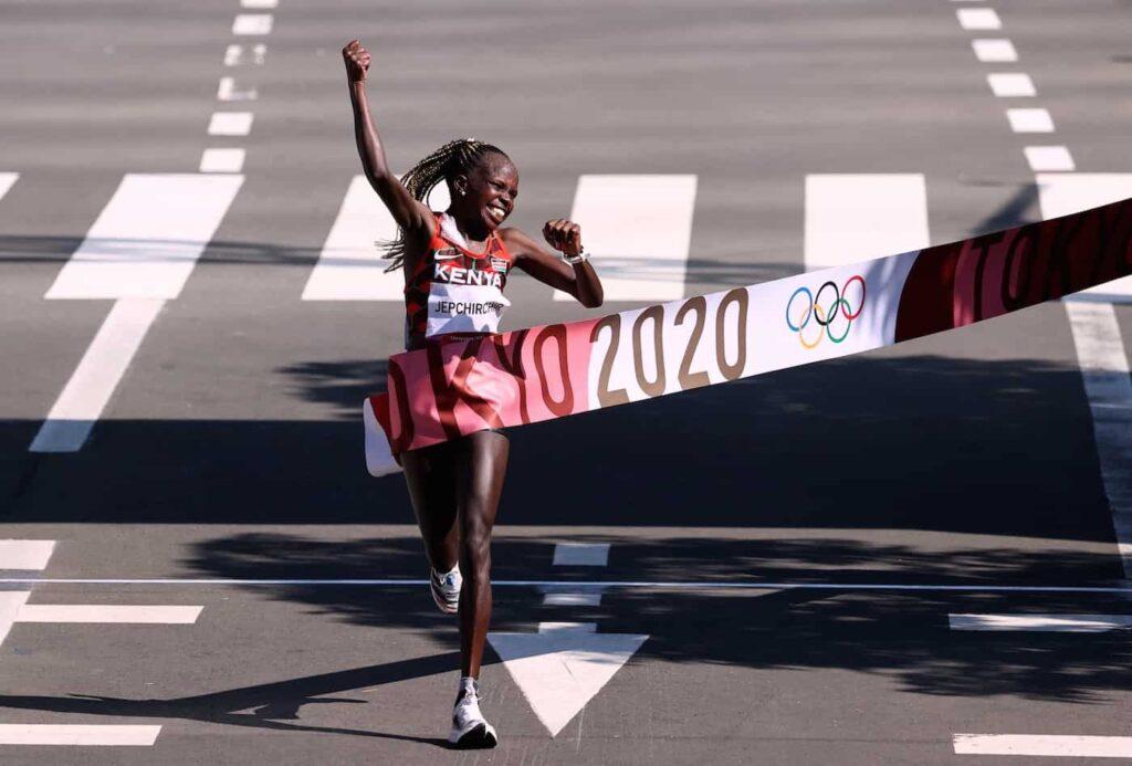 Peres_Jepchirchir medaille d'or marathon tokyo 2021