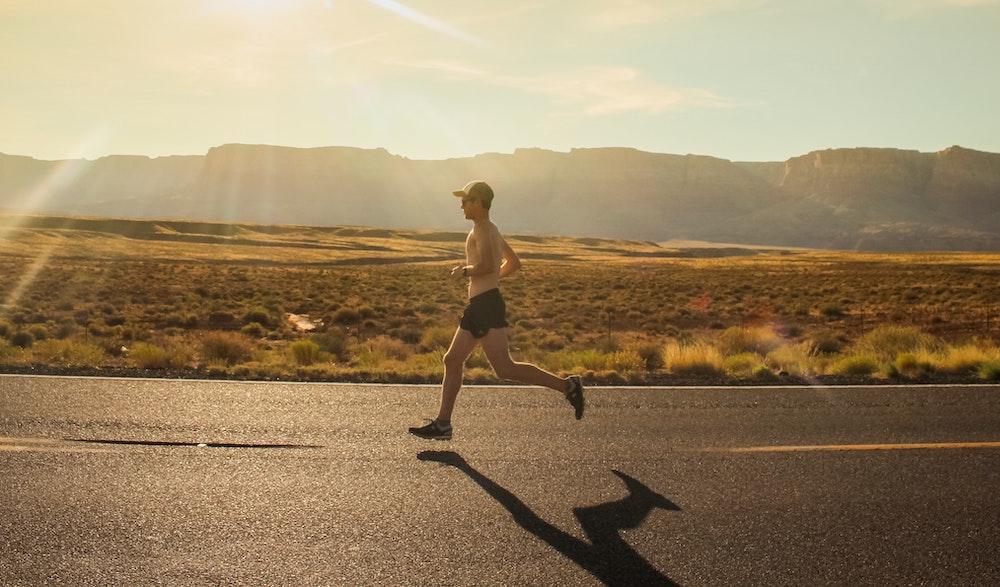 Coureur coucher du soleil running
